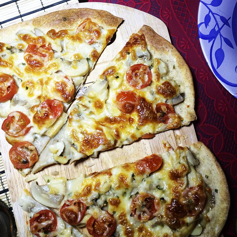 Пицца с шампиньонами и черри (25к)