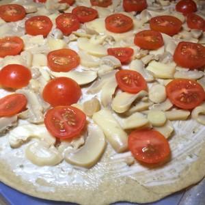 Пицца с шампиньонами и черри (5)