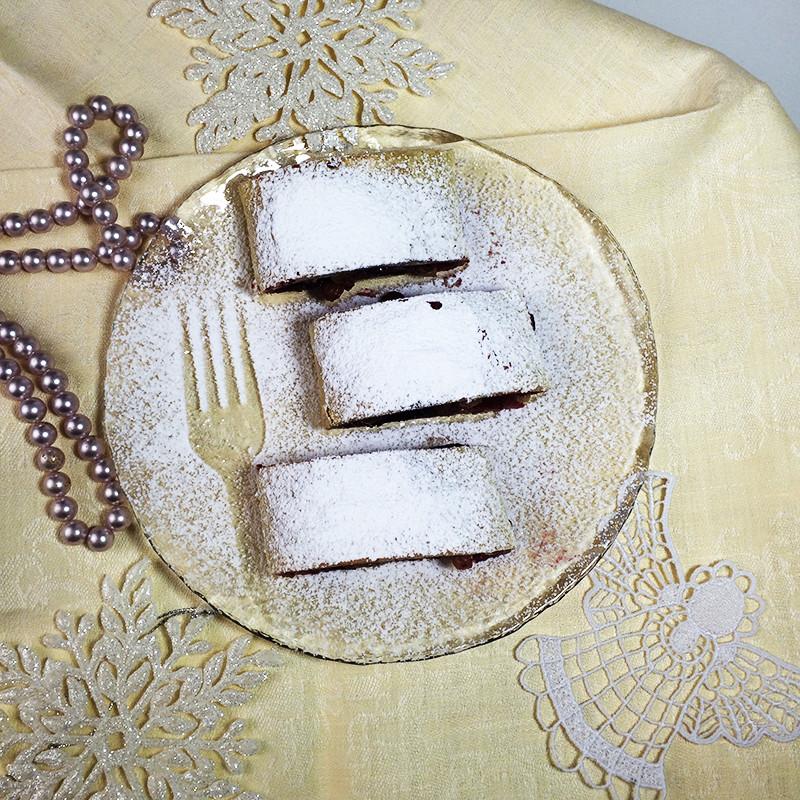 Рождественский штрудель с вишней (28к)
