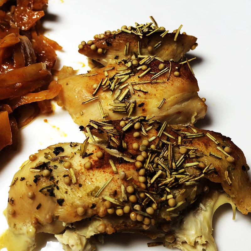 Цыпленок с капустой и клюквой 1