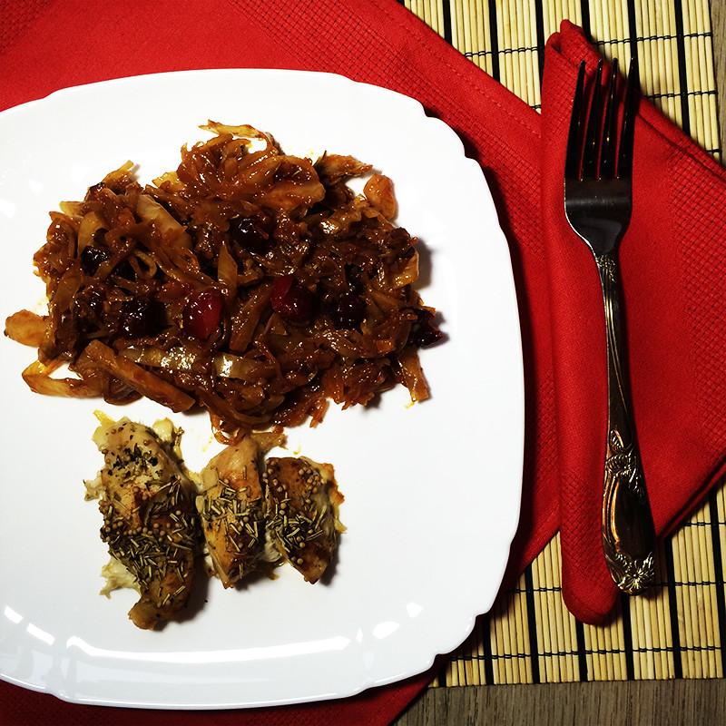 Цыпленок с капустой и клюквой 2