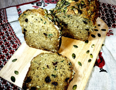 Зерновой хлеб с клюквой