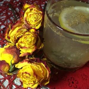 Чай обладает лечебными и антисептическими свойствами.