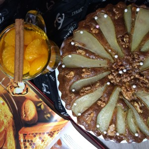 Готовый пирог с грушей