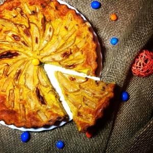 Морковный пирог с яблоком и изюмом