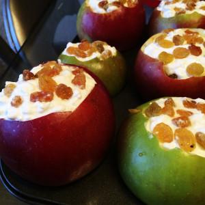 Яблоки с рикоттой и изюмом 2